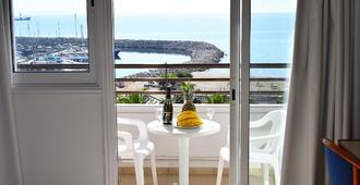 Sun Hall Beach Hotel Apts. - Larnaka - Parveke