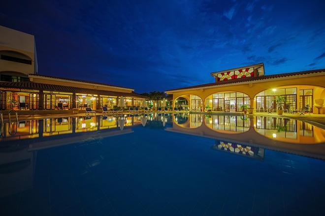 海星夸特洛帕爾瑪成人酒店 - Varadero - 游泳池