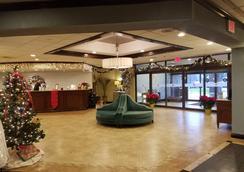 Ramada Plaza by Wyndham Holtsville Long Island - Holtsville - Lobby