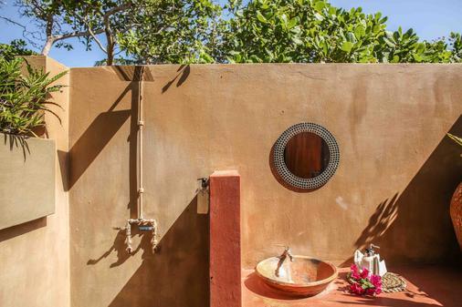 Mozambeat Motel - Praia do Tofo - Bathroom