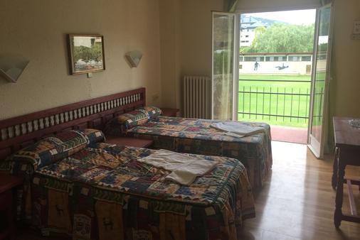 Hotel Montes Blancos - Ezcaray - Bedroom