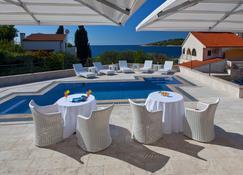 Hotel Life - Rogoznica - Pool