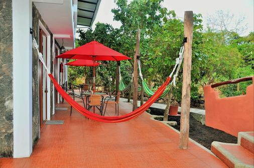 Lava House Hostal - Puerto Ayora - Edificio