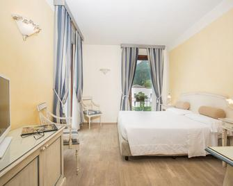 Hotel Spiaggia D'oro - Charme & Boutique - Salo - Bedroom