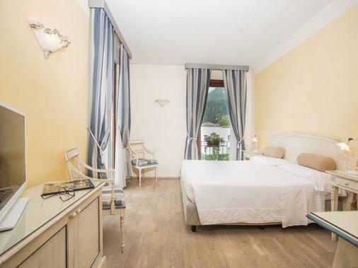 Hotel Spiaggia D'oro - Charme & Boutique - Salo - Makuuhuone