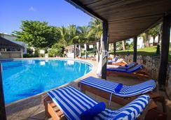 法蘭達酒店多斯普拉亞斯海灘別墅酒店 - 坎昆 - 坎昆 - 游泳池