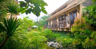 The Blossom Resort - Onsen & Foot Massage Inclusive - Da Nang - Building