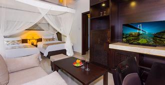 The Blossom Resort - Onsen & Foot Massage Inclusive - Da Nang - Bedroom