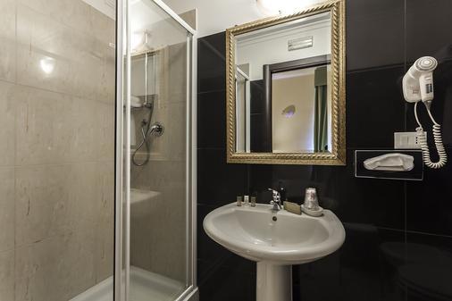 Hotel Regina Giovanna - Rome - Bathroom