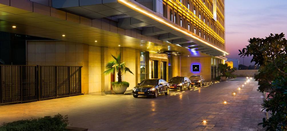 Jw Marriott Hotel New Delhi Aerocity S 130 S 3 7 4 New Delhi Hotel Deals Reviews Kayak