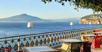 Grand Hotel Ambasciatori - סורנטו - מרפסת