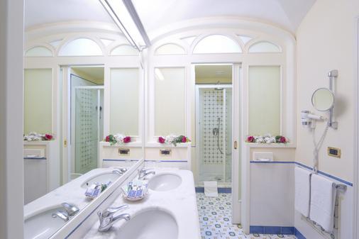 Grand Hotel Capodimonte - Sorrento - Bathroom