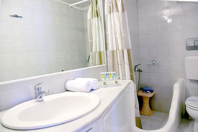 Sidra Hotel - Hydra - Kylpyhuone