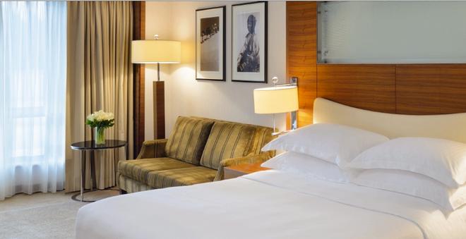 Mövenpick Hotel & Apartments Bur Dubai - Dubai - Phòng ngủ