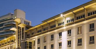 Mövenpick Hotel & Apartments Bur Dubai - Dubai - Building