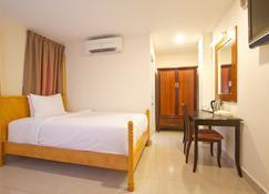 Aum Hotel - Puttaparthi - Schlafzimmer