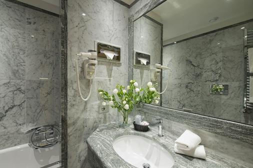 Vibe Nazionale - Rome - Bathroom