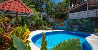 Hotel Mono Azul - מנואל אנטוניו - בריכה