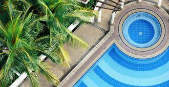Hock Lee Hotel And Residences - Kuching - Pool