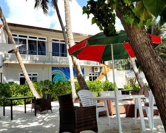 Batuta Maldives Surf View - Thulusdhoo - Building