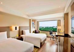 Courtyard by Marriott Chennai - Chennai - Bedroom