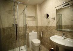 藍寶石大酒店 - 聖克萊門特 - 克羅伊登 - 浴室