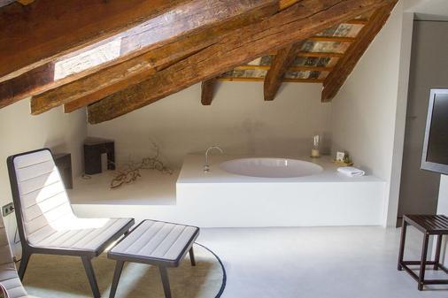 Caro Hotel - Valencia - Bathroom