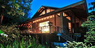 The Resort at Palmetto Bay - Coxen Hole - Building