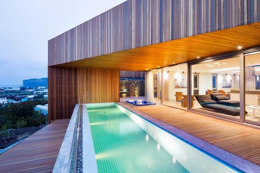 Bayhill Pool & Villa - Seogwipo - Uima-allas