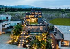 Bayhill Pool & Villa - Seogwipo - Rakennus