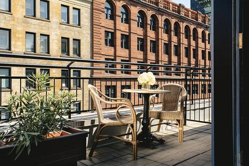 Hotel Place D'armes - Montreal - Balcony