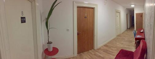 101 Stay - London - Hallway
