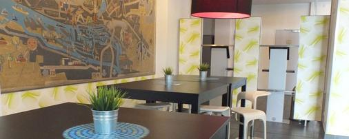 Jugendherberge Hamburg Auf dem Stintfang - Hostel - Hamburg - Living room