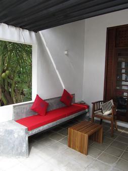 Isana Beach House - Tangalla - Balcony