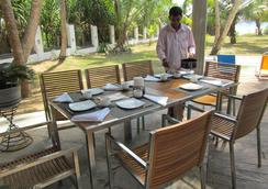 Isana Beach House - Tangalla - Restaurant