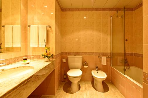 Pestana Village Garden Hotel - Funchal - Bathroom