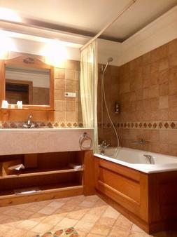 Au Vieux Moulin Hotel And Spa - Megève - Bathroom