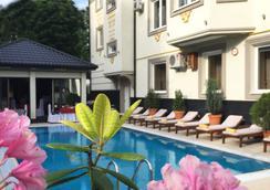 伊內酒店 - 利沃夫 - 利沃夫 - 游泳池