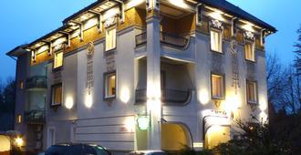 Eney Hotel - Lemberg - Gebäude