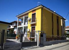 The Dreamers B&B - Cardano al Campo - Building