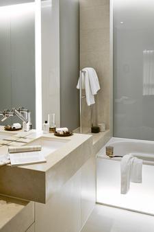 SIDE Design Hotel Hamburg - Hamburg - Bathroom