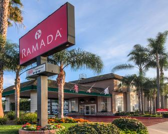 Ramada by Wyndham Costa Mesa/Newport Beach - Costa Mesa - Edificio