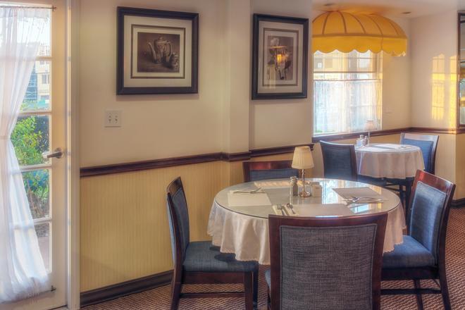 華美達酒店和套房 - 科斯塔梅薩 - 柯斯塔梅莎 - 餐廳
