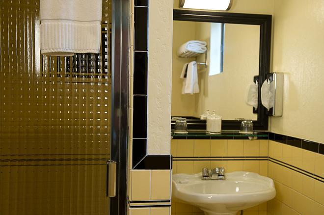 Hotel Boheme - San Francisco - Bathroom