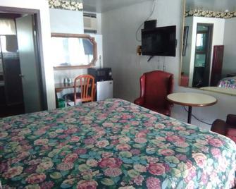 Sahara Motel - West Sacramento - Schlafzimmer