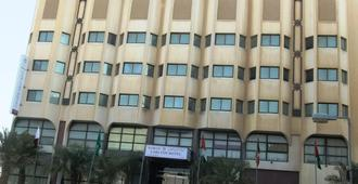 Bahrain Carlton Hotel - Manama - Bâtiment
