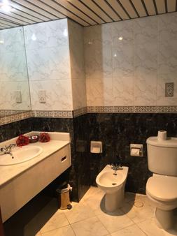 Bahrain Carlton Hotel - Manama - Phòng tắm