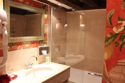 Hôtel De La Bretonnerie - Paris - Bathroom