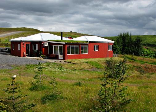 Hrifunes Guesthouse - Kirkjubaejarklaustur - Building