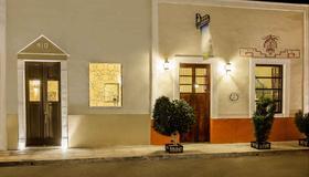 Casa Del Maya Bed & Breakfast - Mérida - Building